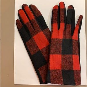 Women's Gloves in Red and Black Buffalo Check